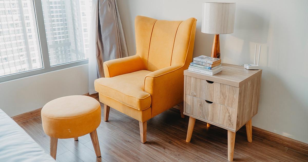 Ako odstrániť sekundové lepidlo z nábytku, podlahy či z látky?