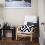 9 inšpirácii ako správne umiestniť kreslo v obývačke